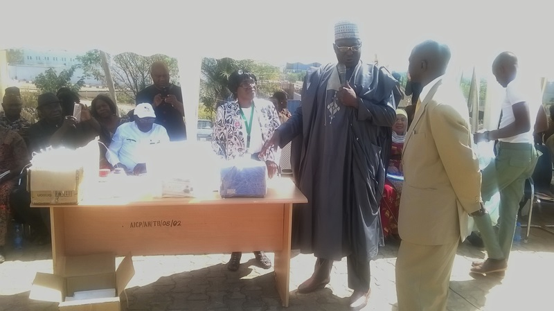 Nigerian government empowers beekeepers with materials and equipment